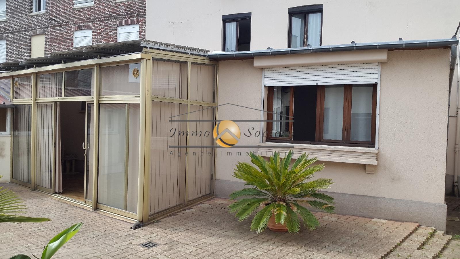 vente maison de ville avec grand garage de 80 m2. Black Bedroom Furniture Sets. Home Design Ideas